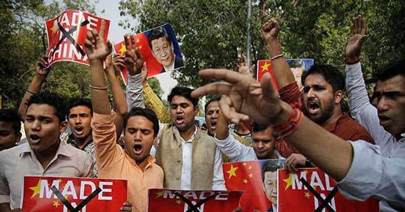 Антикитайские настроения в Индии растут. Индийцы бойкотируют товары из КНР