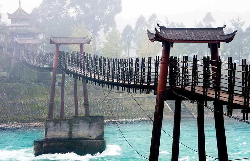 Подвесной мост в Китае.