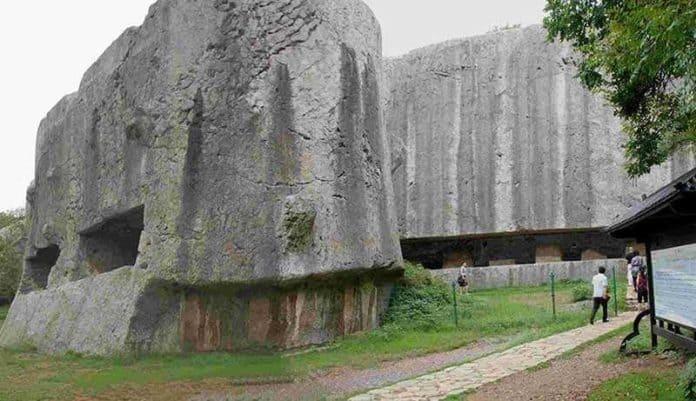 Яньшаньский древний карьер в Китае. Самые большие мегалиты в мире