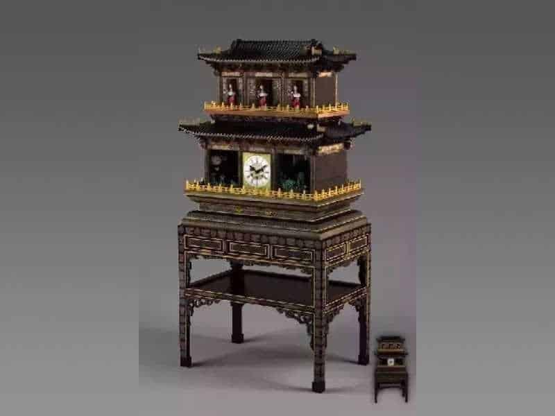 Раскрашенные лаковые часы с восемью бессмертными (群仙祝寿御制钟)