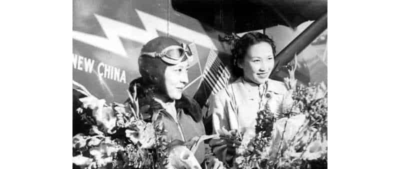 Китаянки-пилоты самолёта Spirit of New China — Ли Сяцин и Янь Яцин (颜雅清).