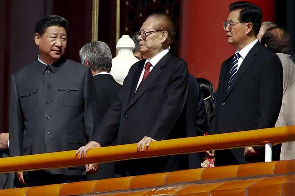На фото: Цзян Цзэминь (по центру), Ху Цзиньтао (справа), Си Цзиньпин (слева)