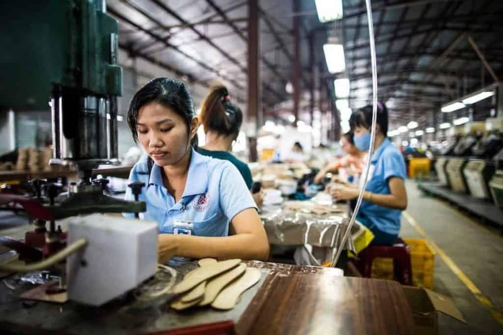 Вьетнамские рабочие фабрик