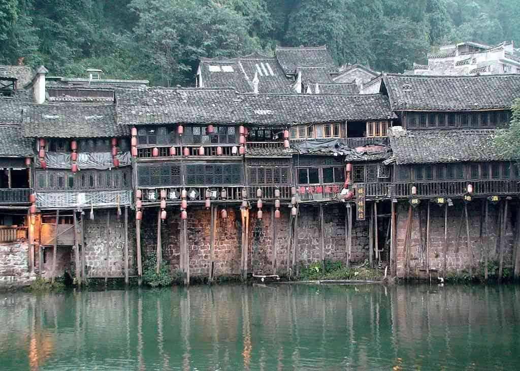 Дома на сваях в Чунцине.