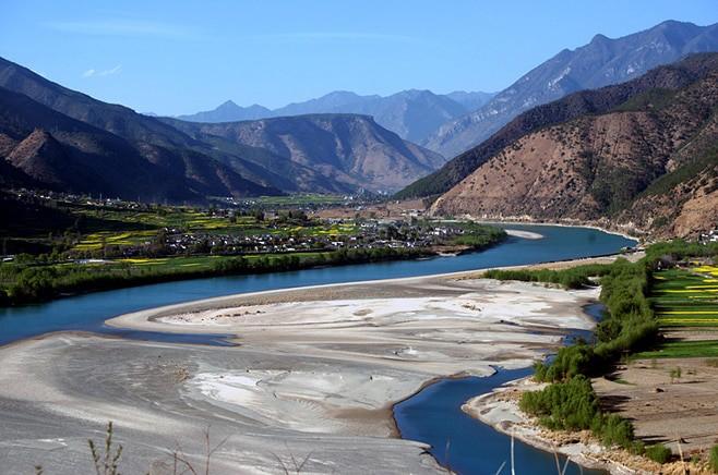 Излучина реки Янзы у города Шигуджень